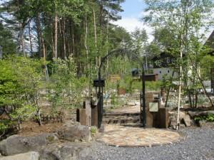 八ヶ岳カントリーガーデンの施工事例:アプローチ